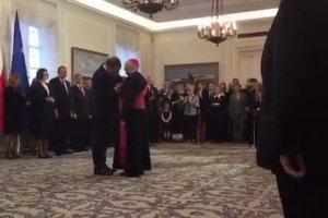 """Prezydent wręcza ordery. Drugi odznaczony: abp Hoser. """"Wybitne zasługi dla Polski"""""""