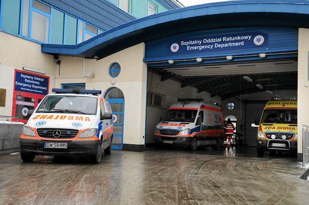 Zdarza się, że przed SOR-em ASK karetki czekają z pacjentami nawet dwie lub trzy godziny