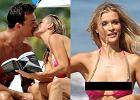 Ods�oni�ty sutek, macanki na pla�y i lektura pornograficznej ksi��ki - co za przypadek! Zobacz, jak (nie)pozuje Joanna Krupa!