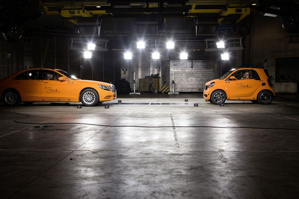 Smart Fortwo vs Mercedes S Klasy - crashtest
