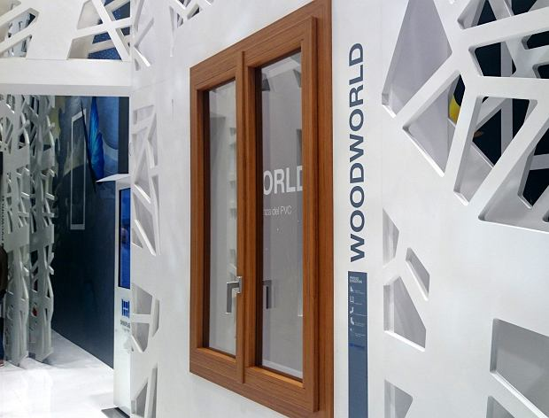 Wyjątkowe nowości w ofercie Oknoplastu. Okna PCV z wykończeniami z drewna i aluminium