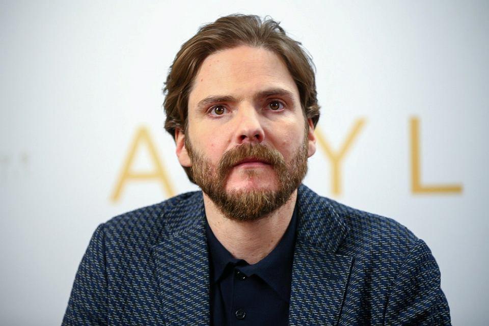 Daniel Brühl, gwiazda filmu 'Azyl': sympatyczny ...