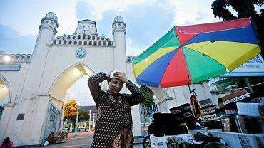 40-letni Mahmudi Haryono był w przeszłości bojownikiem Islamskiego Frontu Wyzwolenia Moro na Filipinach. Dziś prowadzi restaurację, pralnię i wynajmuje samochody w mieście Solo na Jawie