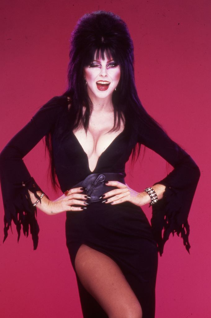 Photo taken in 1984, used to promote Elvira's appearances at Knott's Berry Farm's 1986 Halloween Haunt in Buena Park. / fot. Orange County Archives