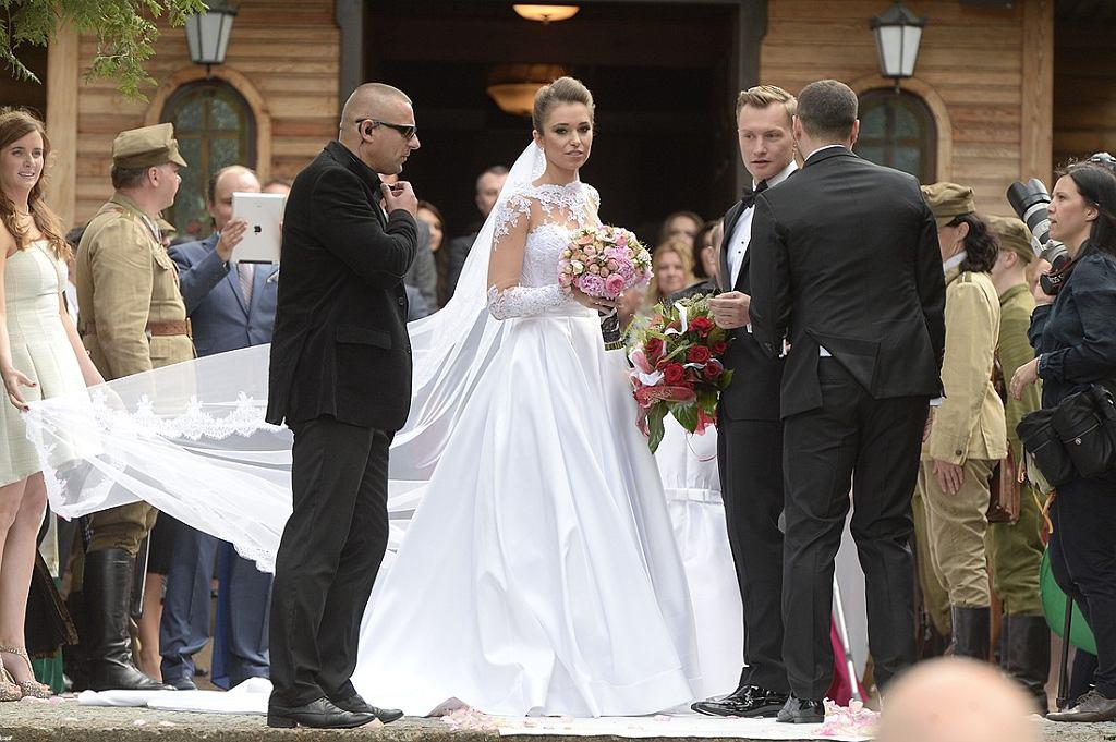 9dbd292a15 Nie spodobała Wam się suknia ślubna żony Kuby Wesołowskiego ...