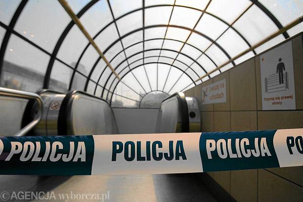 Wypadek w warszawskim metrze. Potr�cony zosta� pasa�er