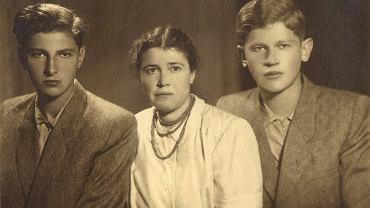 Elżbieta Głasek z synami - Zbigniewem (z lewej) i Wiesławem.
