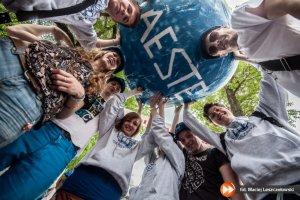 Organizacje studenckie: dlaczego warto si� w nich udziela�? Czy pomagaj� w znalezieniu pracy? Opowiadaj� cz�onkowie IAESTE