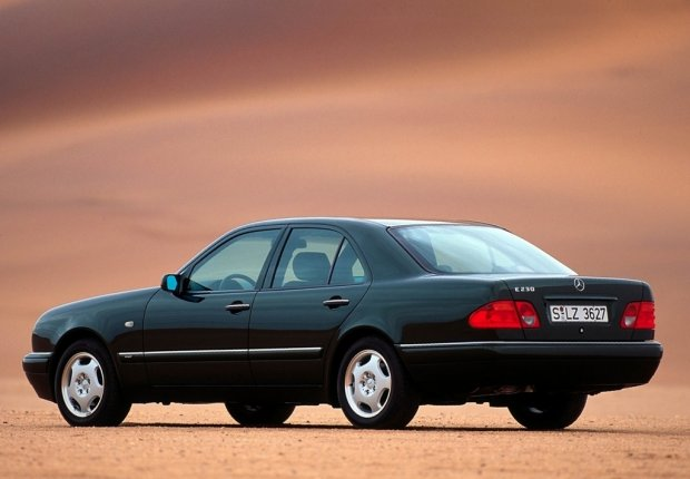 Mercedes klasy E (W210) 1995 r.
