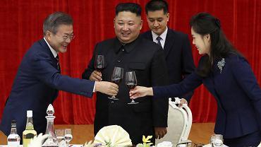 Bankiet w Pjongjangu z udziałem północnokoreańskiego lidera Kim Dzong Una, jego żony Ri Sol Ju i prezydenta Korei Południowej Moon Jae-ina
