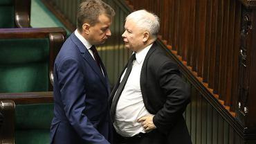 Prezes PiS Jarosław Kaczyński i jego przyboczny, minister Mariusz Błaszczak. 47. posiedzenie Sejmu VIII Kadencji. Warszawa, 12 września 2017