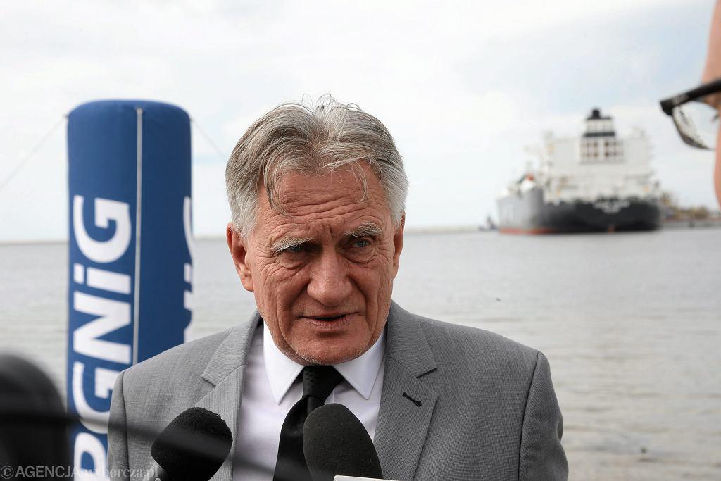 - Własne, krajowe zasoby gazu są najtańszym i najpewniejszym źródłem jego pozyskiwania - mówi  prezes PGNiG Piotr Woźniak (na zdjęciu: w gazoporcie w Świnoujściu, podczas powitania gazowca Clean Ocean z pierwszą dostawą amerykańskiego gazu dla Polski, 8 czerwca 2017 r.)
