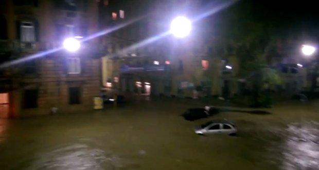 Obfite opady deszczu w Geniu. Kadr z filmu: