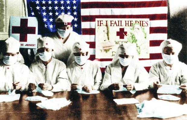 Pokolorowane zdjęcie amerykańskich pielęgniarek, które na twarzach mają maski chroniące przed zarażeniem. Masek używali nie tylko pracownicy służby zdrowia, ale też większość służb publicznych, np. kierowcy autobusów i policjanci