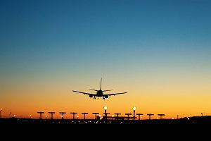 Jak daleko do Centralnego Portu Lotniczego? Porównaliśmy planowaną lokalizację CPL z innymi lotniskami w Europie