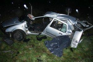 Trzy osoby zgin�y w nocnym wypadku pod Radomiem