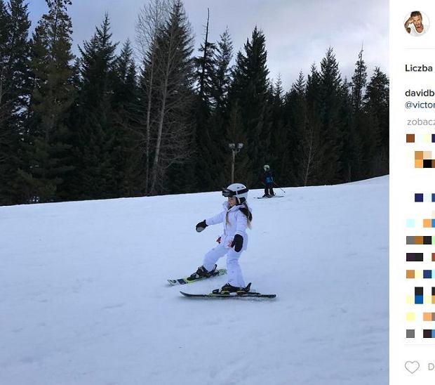 Zdjęcie numer 11 w galerii - Rodzina Beckhamów w górach. Harper uczy się jeździć na nartach! Nie obyło się bez WYPADKU. Zobaczcie nagranie
