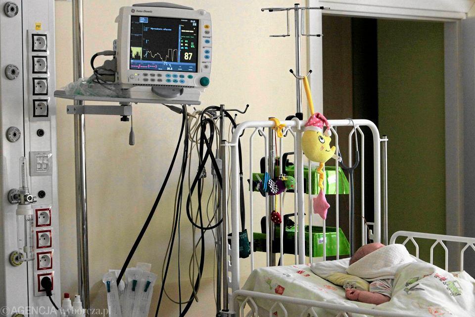 Często dopiero w szpitalu okazuje się, że dziecko było ofiarą przemocy