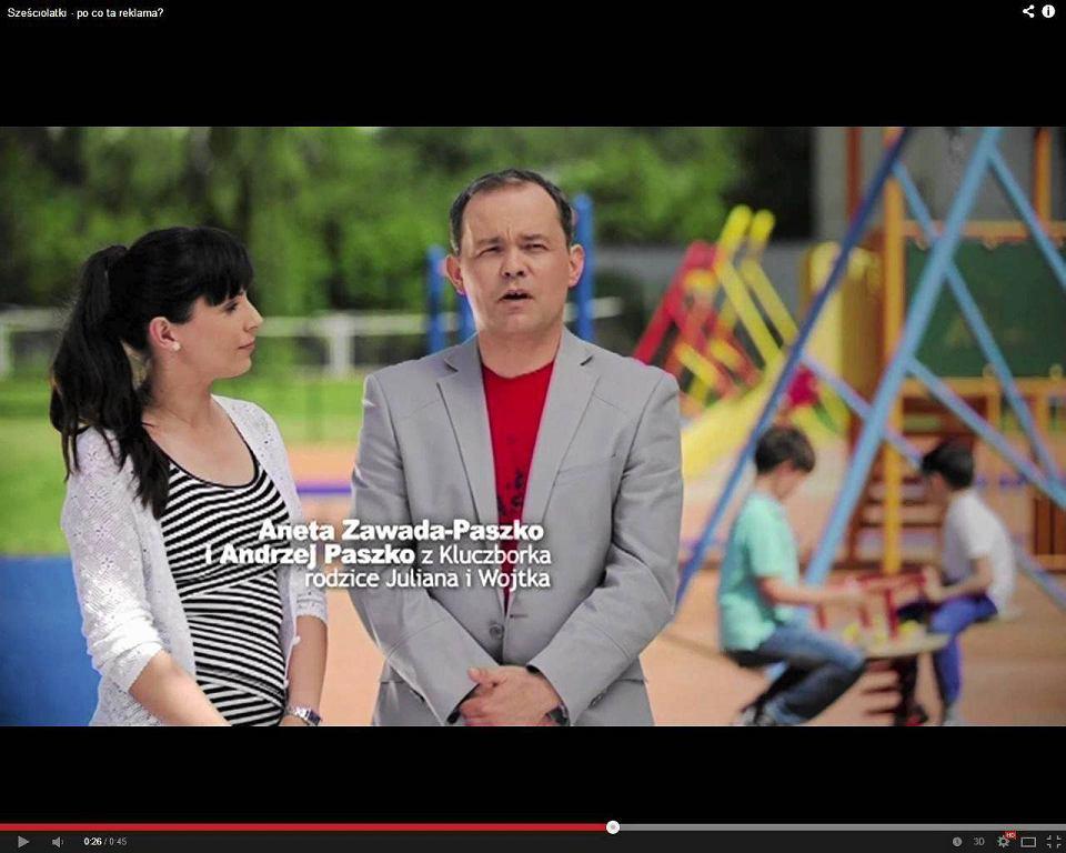 Kadr z jednego z ośmiu spotów MEN, które przekonywały, że warto posyłać sześciolatki do szkół. Ministerstwo Edukacji Narodowej wydało na media ponad 25 mln zł, z tego dużą część na spoty o sześciolatkach
