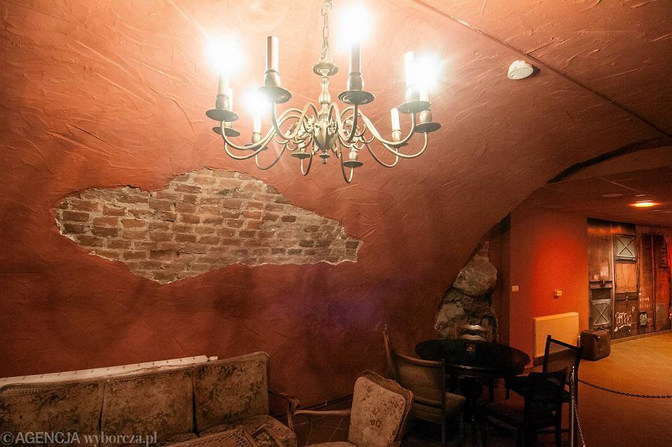 Restauracja Otwiera Miejsce Do Tanca W Sredniowiecznej Piwnicy