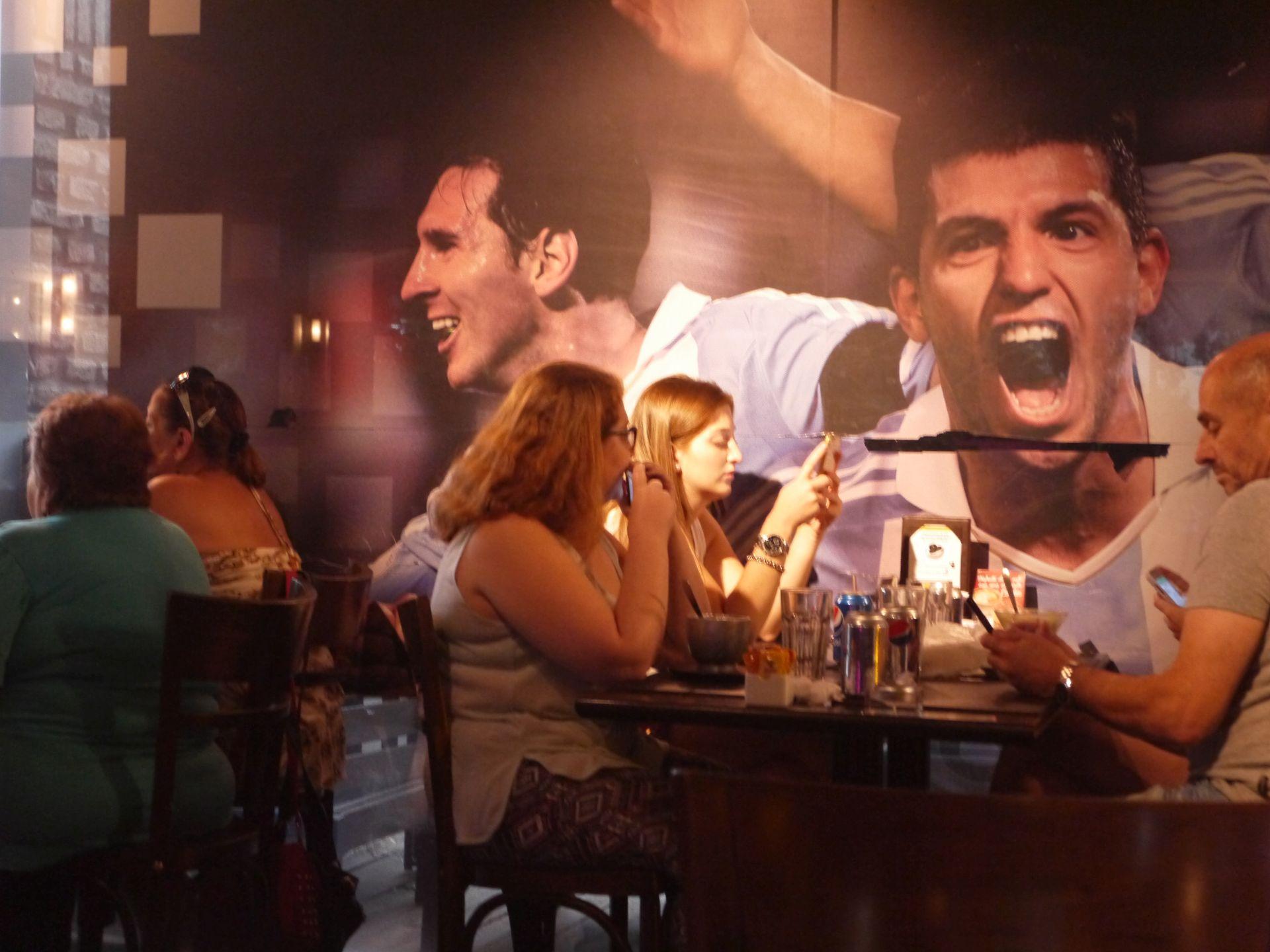 Wnętrze restauracji VIP prowadzonej przez Jorge Messiego, ojca piłkarza (fot. Intoamericas.com)