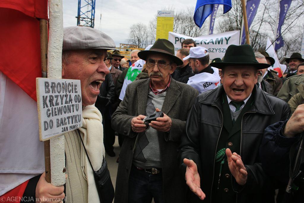 Zdjęcie numer 5 w galerii - Leśnicy mieli pomóc ofiarom burz, a demonstrowali poparcie dla ministra. Hasła rodem z PRL-u
