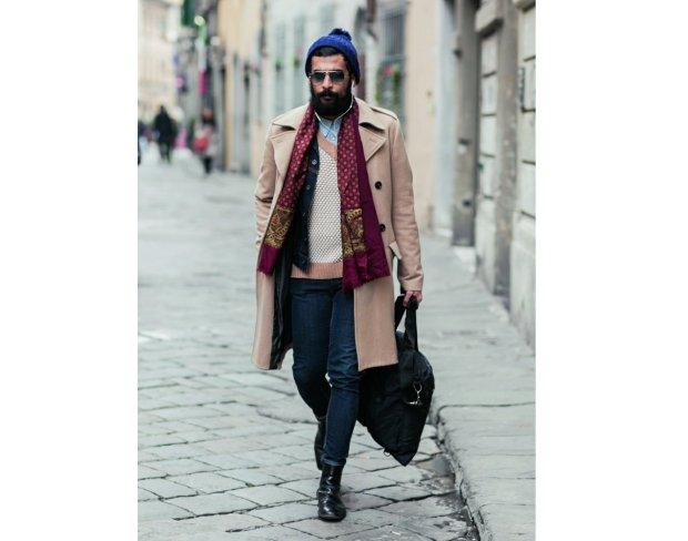 Moda uliczna we Florencji - nie mogło zabraknąć teczki