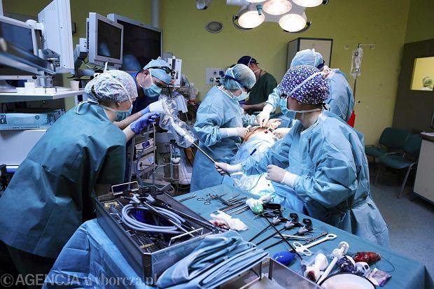 Kliniki do lekarzy w ma�ych szpitalach: Chorych w ci�kim stanie od was nie bierzemy