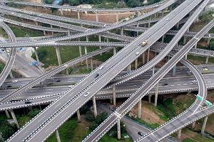 5-poziomowy labirynt. Unikatowa konstrukcja drogowa.
