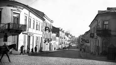 Lublin. Ulica Lubartowska, główna arteria przedmieścia żydowskiego