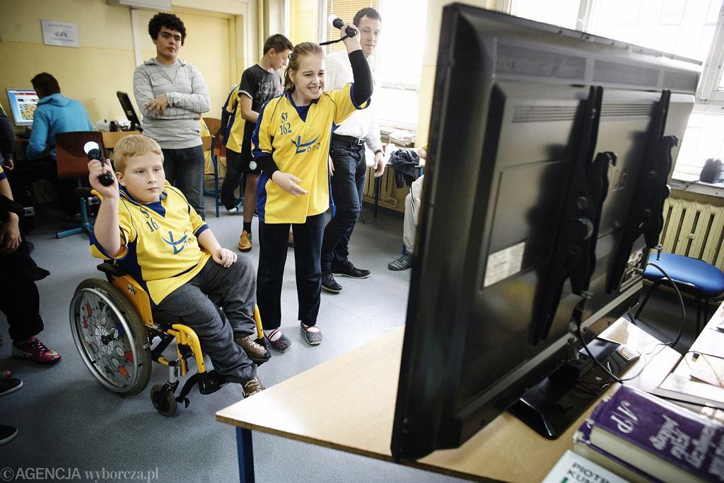 subwencje na dzieci niepełnosprawne są kilkukrotnie wyższe, niż na zdrowe. Jednak te pieniądze często giną w ogólnej puli budżetu samorządu. Na zdjęciu: turniej rywalizacji klas integracyjnych szkoły podstawowej w Łodzi