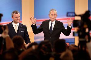 """""""Kamień z serca"""" czy """"zaledwie jedna wygrana bitwa przeciwko populizmowi""""? Van der Bellen prezydentem Austrii"""