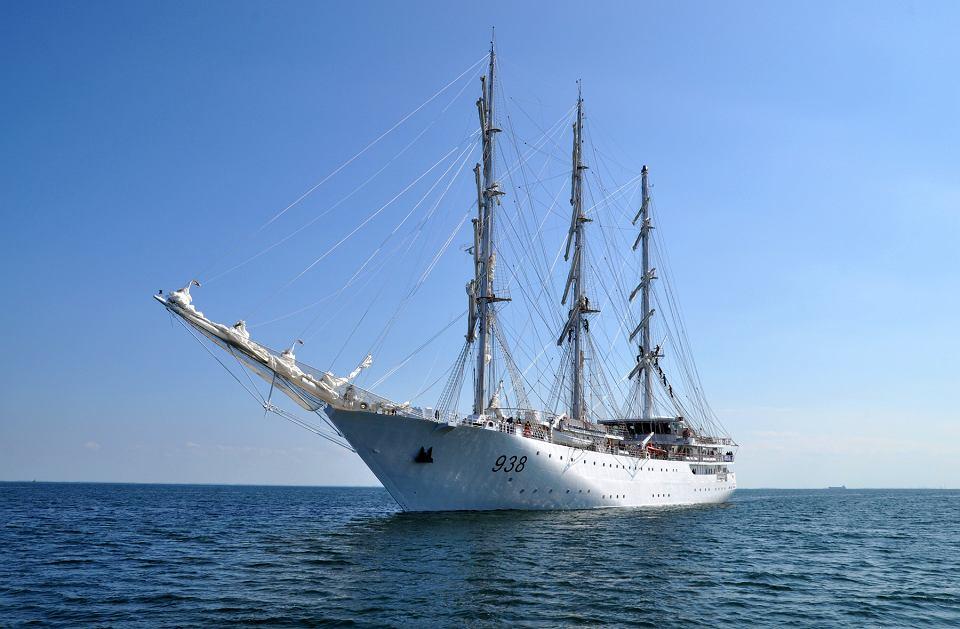 صور السفينة الشراعية الجزائرية  [ الملاح 938 ] - صفحة 6 Z22121914V,Zaglowiec--El-Mellah--zbudowany-przez-stocznie-Rem