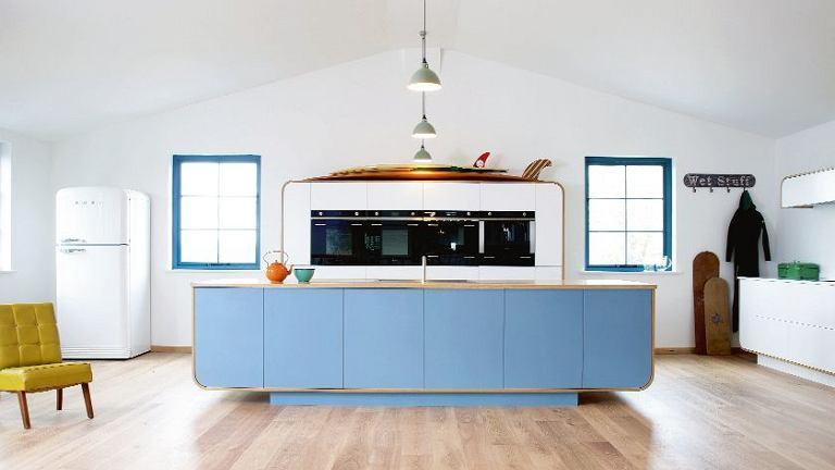 Inspirowana wzornictwem lat 50. współczesna kuchnia w stylu vintage. Łączy w sobie zaawansowaną technologię oraz tradycyjne rzemiosło. Air Kitchen, cena uzależniona od zestawu, deVOL, devolkitchens.co.uk