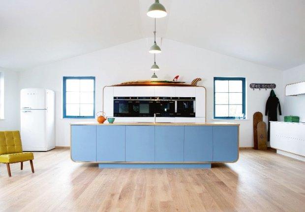 Inspirowana wzornictwem lat 50. wsp�czesna kuchnia w stylu vintage. ��czy w sobie zaawansowan� technologi� oraz tradycyjne rzemios�o. Air Kitchen, cena uzale�niona od zestawu, deVOL, devolkitchens.co.uk