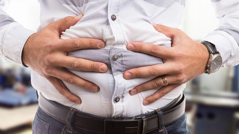 Rak żołądka zazwyczaj rozwija się powoli, a pierwsze, początkowo bardzo delikatne i niezbyt nasilone dolegliwości są zazwyczaj bagatelizowane, należą do nich wzdęcia, nudności, brak apetytu