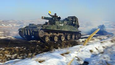 Rosyjskie działa samobieżne podczas manewrów Wschodniego Okręgu Wojskowego