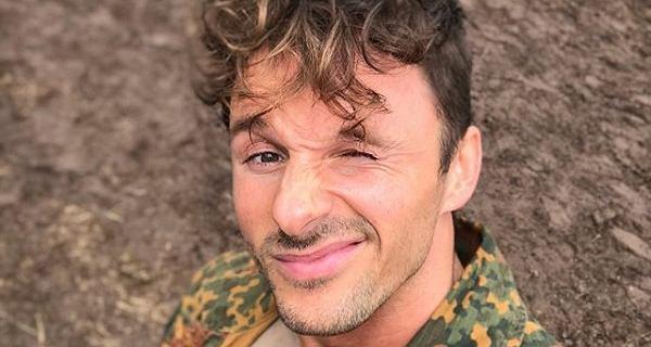 Takiej kariery w polskim show-biznesie jeszcze nie było. Qczaj szturmem podbił Instagram, a już wkrótce wystąpi w filmie. Jakim?