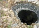 Na Syberii odkryto niezwyk�e dziury. Sk�d si� tam wzi�y?