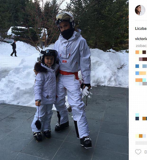 Zdjęcie numer 2 w galerii - Rodzina Beckhamów w górach. Harper uczy się jeździć na nartach! Nie obyło się bez WYPADKU. Zobaczcie nagranie