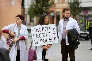 Rezydenci z Łodzi zaostrzają protest. Możliwa głodówka
