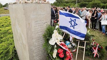 Jedwabne, obchody 75. rocznicy zamordowania kilkuset Żydów, spalonych żywcem w stodole, przy współudziale Niemców i Polaków podczas II Wojny Światowej.