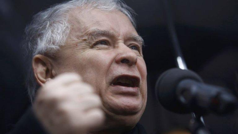 Jarosław Kaczyński na demonstracji poparcia dla PiS-owskiego rządu i prezydenta - 13 grudnia, Warszawa