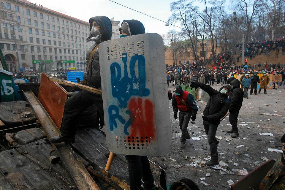 Starcia protestujących z policją, w centrum Kijowa