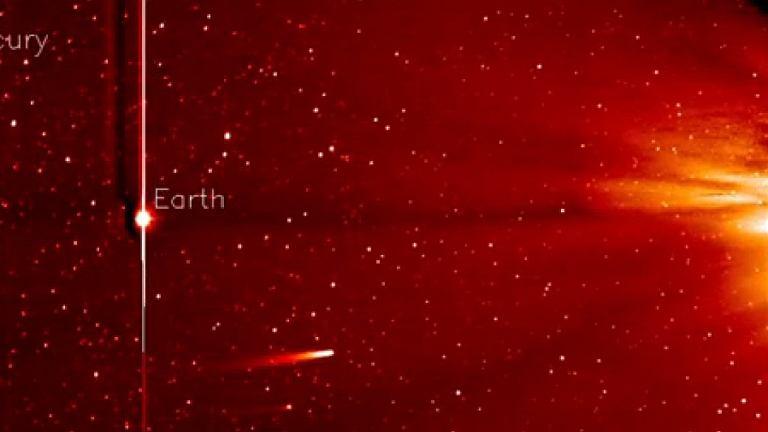 ISON ominęła w odległości zaledwie 1,2 miliona km powierzchnię Słońca w czwartek o 18:37 czasu Greenwich (odległość Ziemi od Słońca to około 150 mln kilometrów)