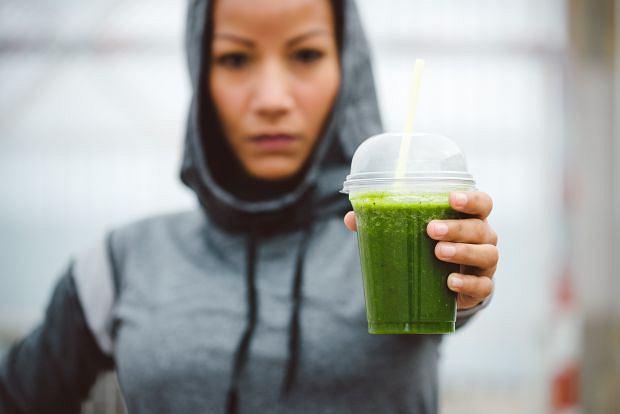 Zielone soki mają pełno skarbów, ale same sił na intensywny trening nie zapewnią