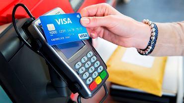 Płacenie kartą jest bezpieczniejsze niż płacenie gotówką (fot. materiały promocyjne)