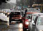 Centrum miast dla czystych aut. Czy ograniczy� ruch starych pojazd�w?