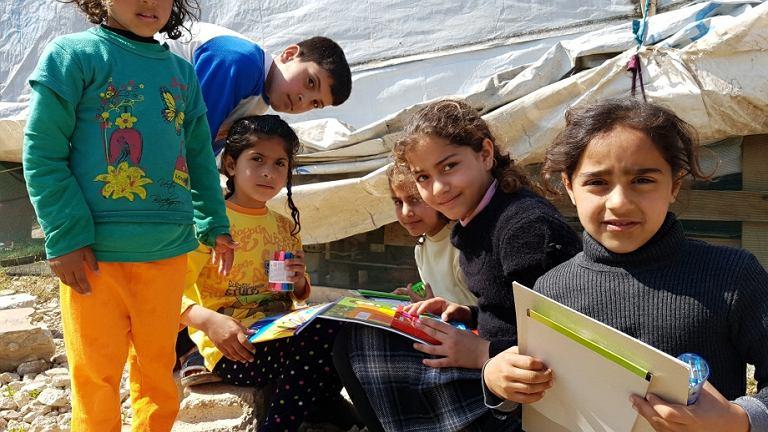 Uchodźcy w nieformalnym obozowisku w prowincji Akkar na północy Libanu