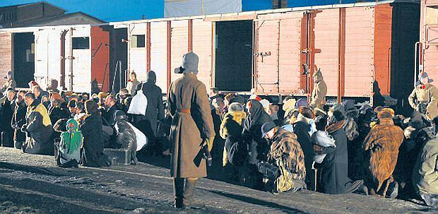 Przemyskie Stowarzyszenie Rekonstrukcji Historycznej X.D.O.K. ma ju� na koncie m.in. rekonstrukcj� wyw�zki na Syberi�. Odby�a si� w lutym 2010 r. w Przemy�lu. Wyst�pi�o w niej p� tysi�ca os�b